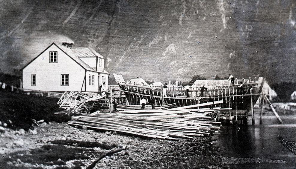 Det vart bruk for mykje tilskore tremateriale då båtbygginga skaut fart i Rosendal. Her frå Skaaluren Skibsbyggeri på Knut Skaaluren (1849-1911) si tid. © Andreas Elisa Røvde